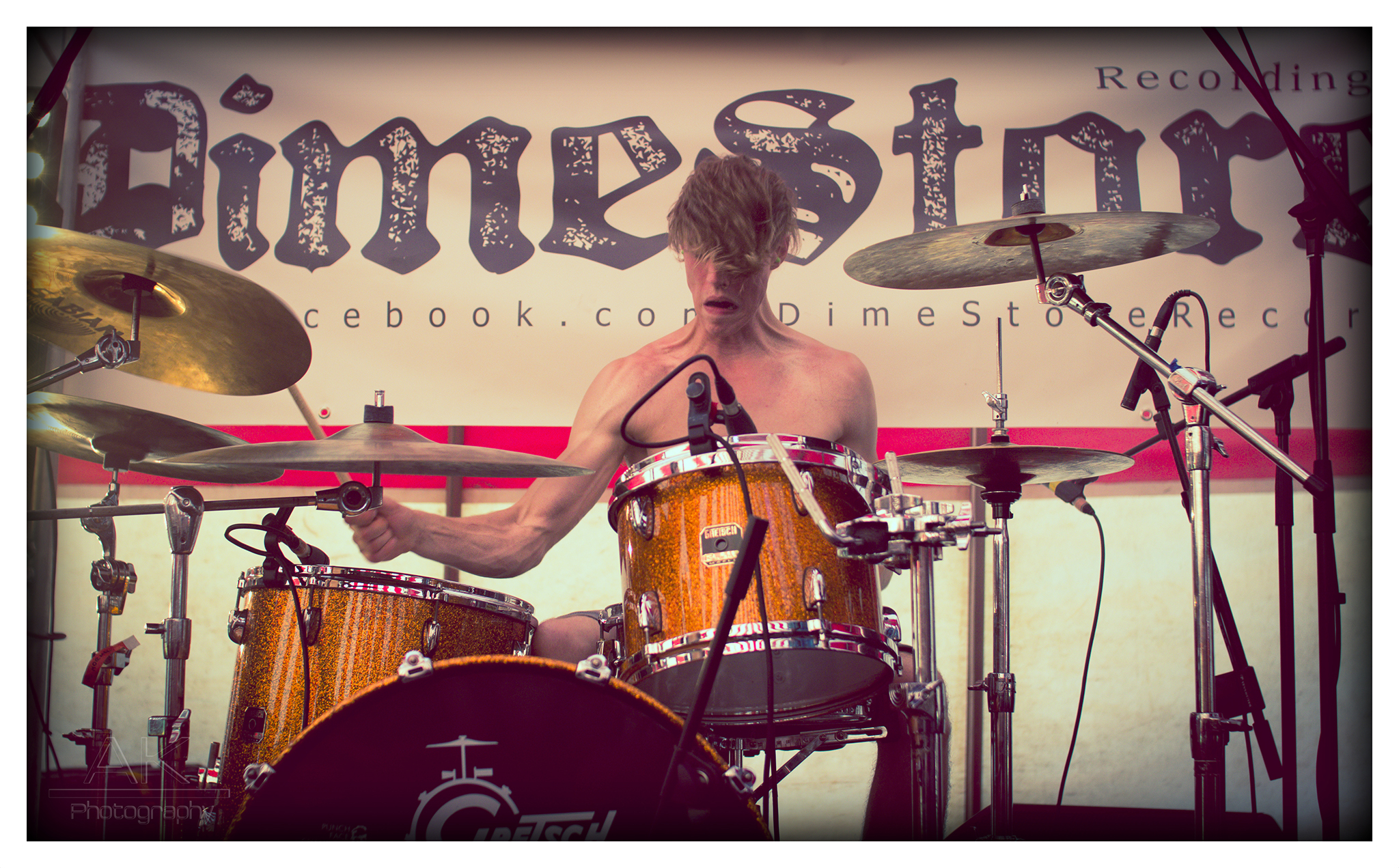 Anto Kane Photography – Peter of 'Val Normal' playing DimeStore stage at KnockanStockan
